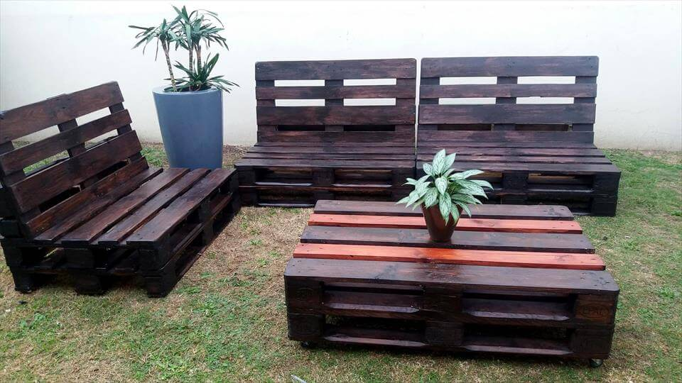 DIY Pallet Sofas And Coffee Table Set