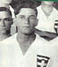 Caetano: autor dos três gols no clássico