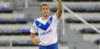Fernando Tobio comemora gol.