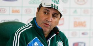 Treinador do Palmeiras, Gilson Kleina fala em coletiva.