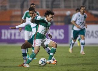 Valdívia briga em jogo contra o Goiás. Fonte: GE.net