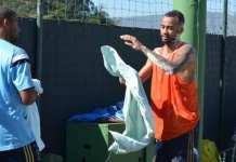 Wesley leva ovada em treino. Foto: Globo Esporte.com
