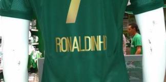 Suposta imagem da camisa de Ronaldinho.