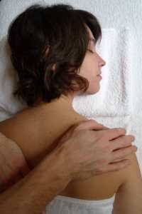 Palmers Green Osteopath treat shoulder and neck pain
