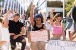 Comment faire : Des manifestants bloquent l'autoroute et déclenchent des feux d'artifice pour montrer leur solidarité avec Black Lives Matter | Nouvelles