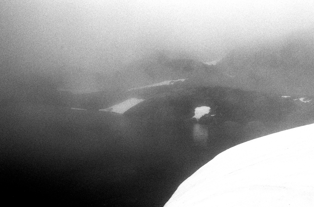 Garbet et étang bleu mais en noir et noir