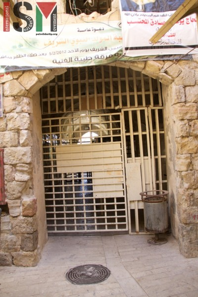 closed Ibrahimi mosque checkpoint barring Palestinian movement