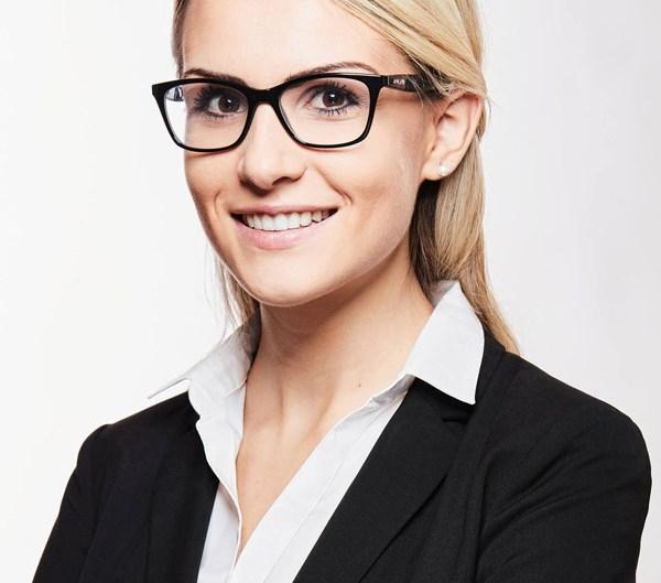 business-fotografie-frau-mit-blonden-haaren-1 Bewerbungsfoto