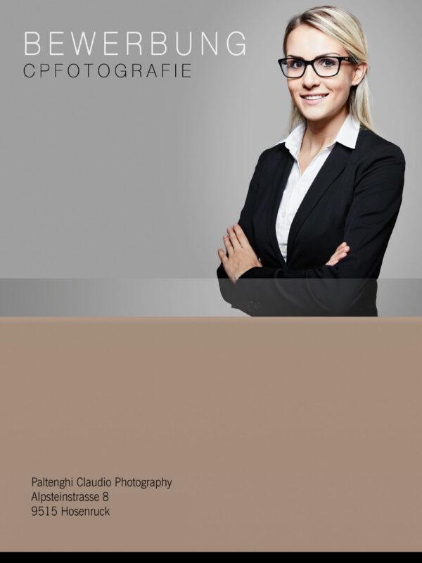 professionelle-bewerbungsfotos-frau-mit-anzug-01-e1568183800712 Bewerbungsfoto Fotograf Rheintal