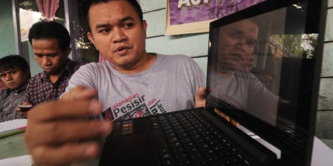 Koalisi LSM memberi keterangan pers menuntut pembatalan reklamasi Teluk Palu di kantor AJI Palu, Sulteng, Kamis (23/1).