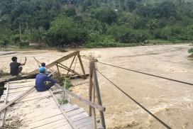 2404-jembatan-kulawi-putus-272×182