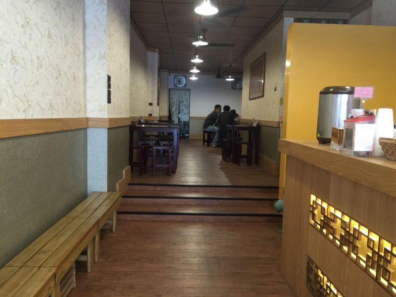 無名豆花武廟店的內裝相當寬敞明亮,而且座位比較多