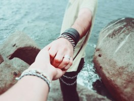 couple-friendship-hands-7707