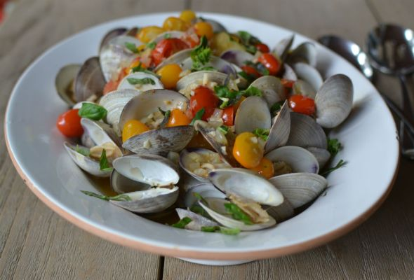 Clams with Cherry Tomatoes, Garlic and Basil