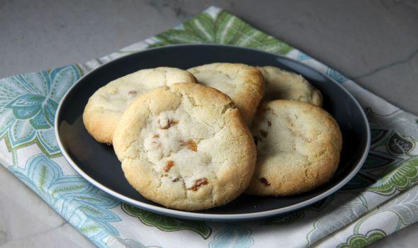 Ginger Golden Raisin Cookies
