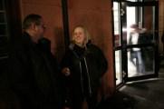 """Martti och Linda utanför entren till """"vårt nya hem""""."""