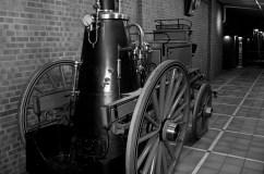 Ett tidigt brandfordon som drogs med häst.