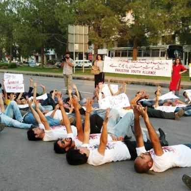 Youth demand an end to sectarianism and militancy