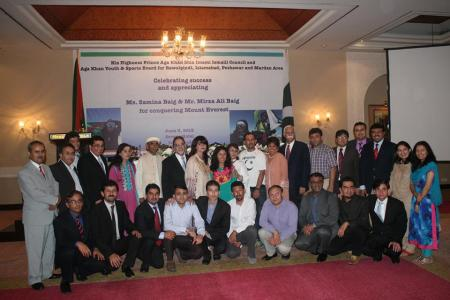 Group photo of Mirza Ali and Samina Baig with participants of the reception hosted in their honour