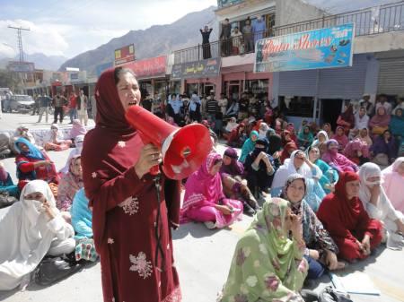 A protester speaking on behalf of the LHVs in Hunza Valley. Photo: Ikram Najmi