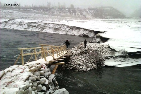 A recently constructed and collapsed bridge between Shishkat and Gulmit, under snow