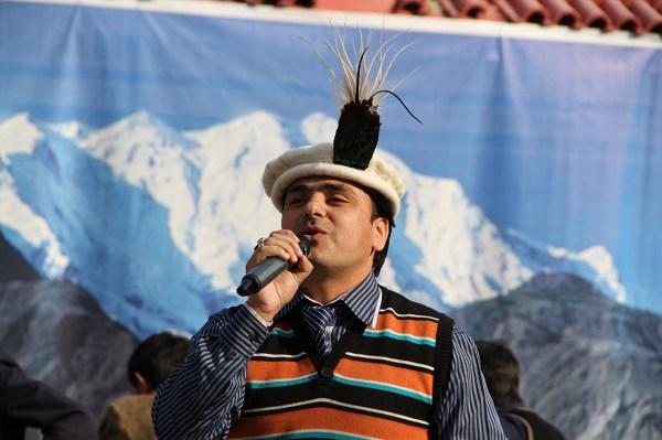 Mubarak Ali Sawan presenting a Shina song