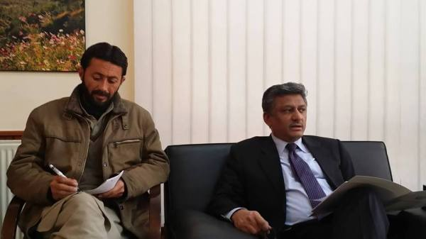 A group of senior journalists from the regional capital met the Chief Secretary today at his office