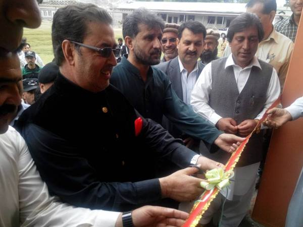 CM inaugurated the center by cutting a ribbon