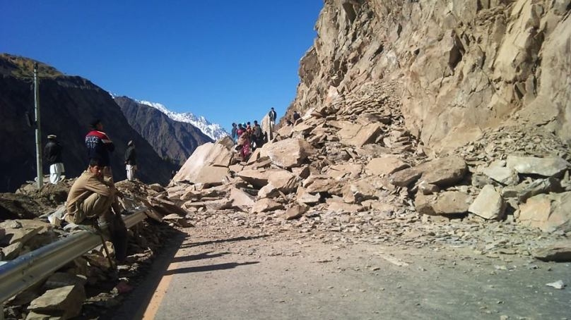 Hunza: KKH remains blocked since yesterday due to landslide