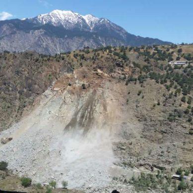 Fresh landslide in Kohistan dims hopes of KKH opening soon