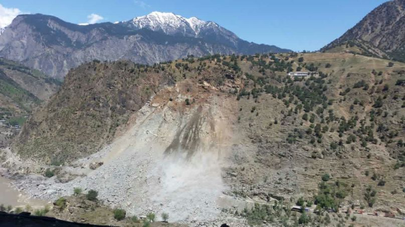 Fresh landslide in Kohistan dims hopes of KKH opening soon