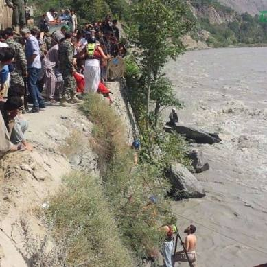 6 people missing after passenger vehicle falls in Chitral River