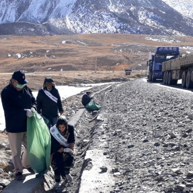 Serena's green team hold cleanliness drive at Sost Bazar and Khunjerab Pass