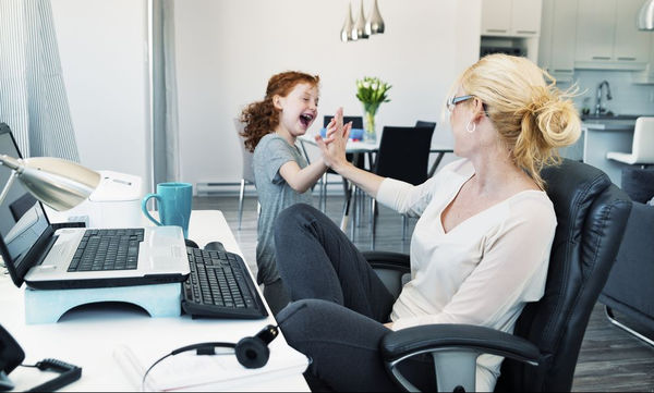 working_mom_and_daughter