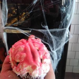 Cerebro_relleno_de _frambuesa_brownie_de_Chocolate_ vainilla-sin_gluten-sin_lactosa-panaderiajmgarcia.com-alicante-especial-halloween