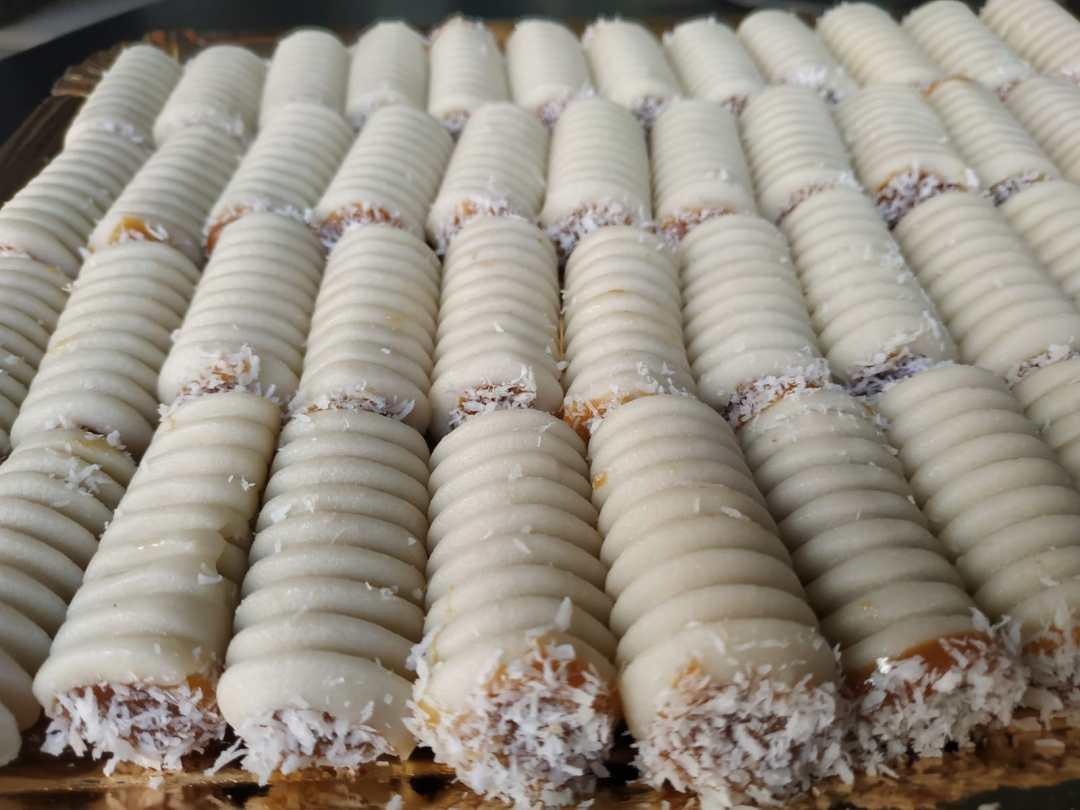 Huesos-de-Santo-Dulce-de-Leche-y-Coco-Sin-Gluten-con-Lactosa-www.panaderiajmgarcia.com-panaderia-alicante