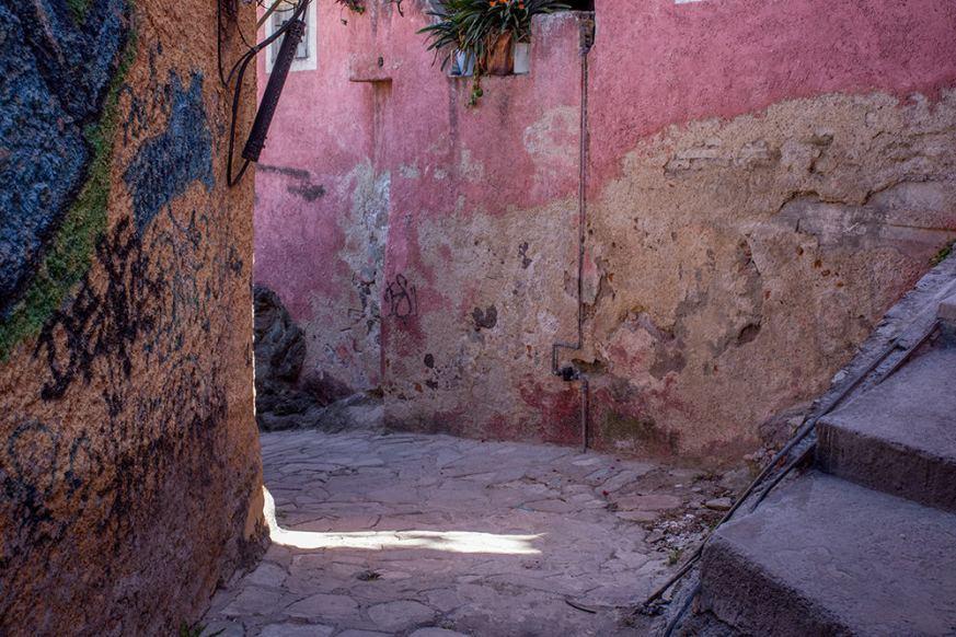 A narrow alley in Guanajuato.