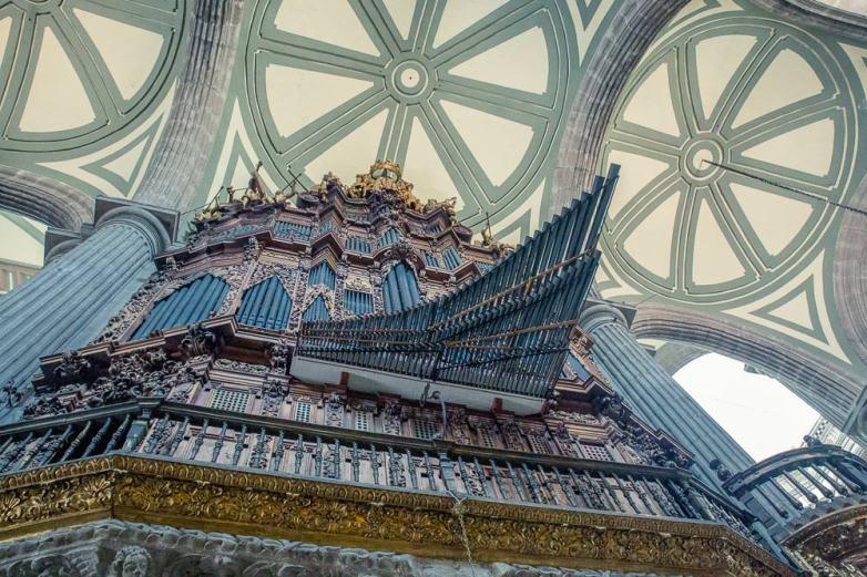The even grander organ.