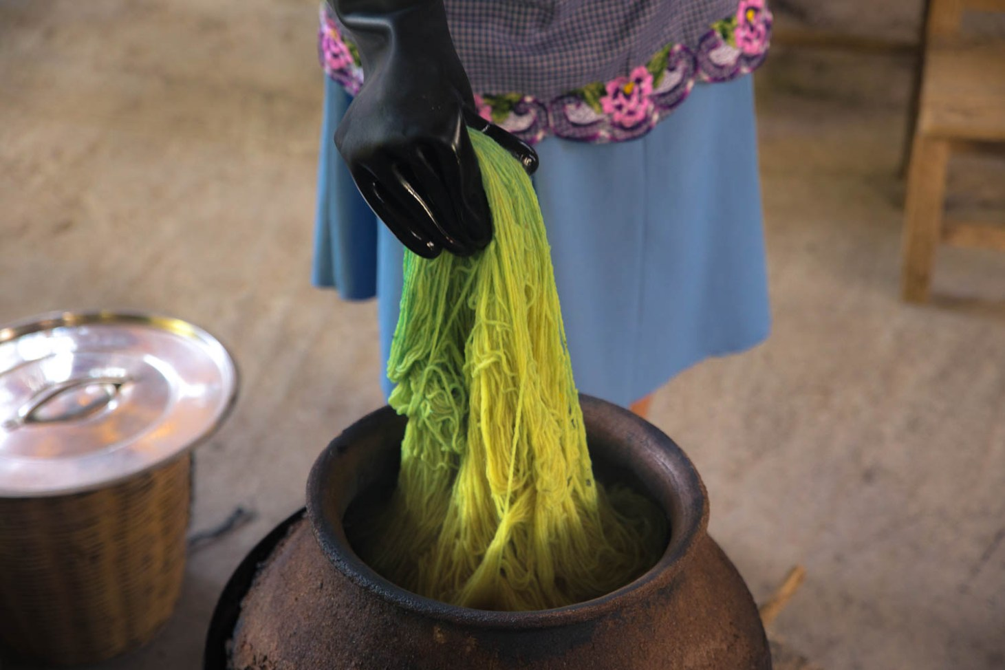 Magic colour changing wool