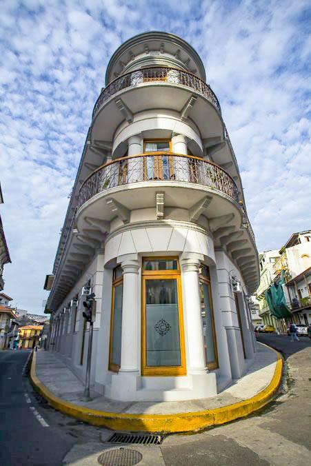 La Concordia Boutique Hotel is located on Avenida Central with Avenida A and Avenida B