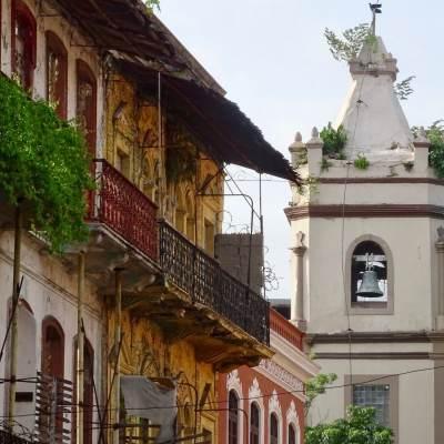Iglesia Santa Ana, ubicada en el antiguo arrabal de la ciudad