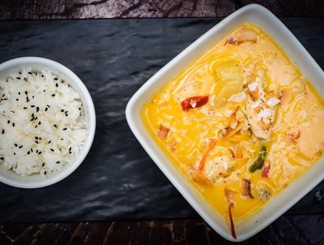 Curry with rice at Mahalo Casco Viejo