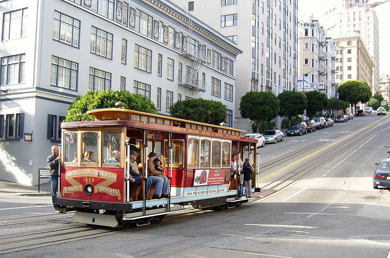 12.San_Francisco_Cable_Car_on_California_Street