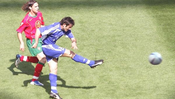 ÔÏ 0-1 / ÊÁÑÁÃÊÏÕÍÇÓ / ÐÏÑÔÏÃÁËÉÁ - ÅËËÁÄÁ (ÃÉÏÕÑÏ 2004) / KARAGOUNIS / PORTUGAL - GREECE (EURO 2004)