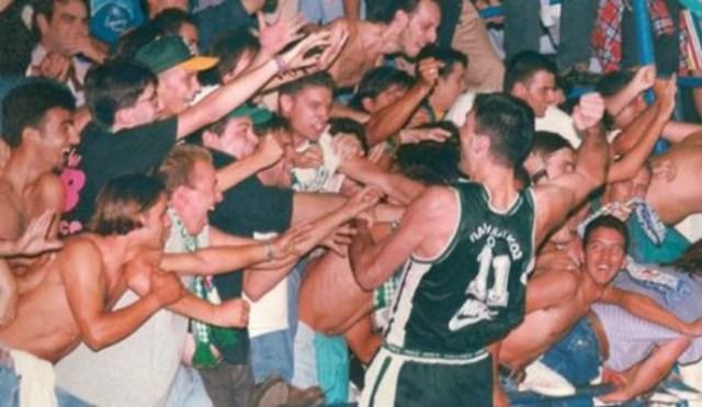Οταν ο Στόγιαν πήγε στους φίλους του στην εξέδρα (vid)   panathinaikos24.gr