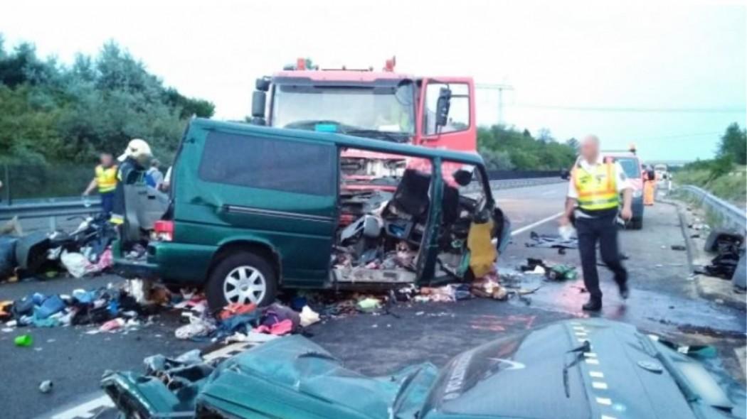 Βίντεο σοκ: Καρέ καρέ η σύγκρουση minibus με φορτηγό – Το μετέδιδε live στο Facebook ο οδηγός! | panathinaikos24.gr