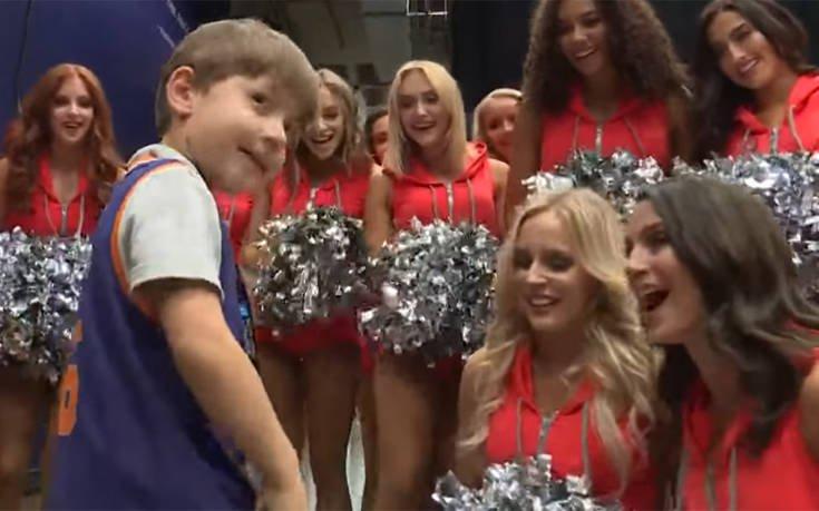 Μάγκας! Ο εξάχρονος που άφησαν μόνο του στα γενέθλιά του, τα πέρασε με μαζορέτες του NBA! (vid)   panathinaikos24.gr