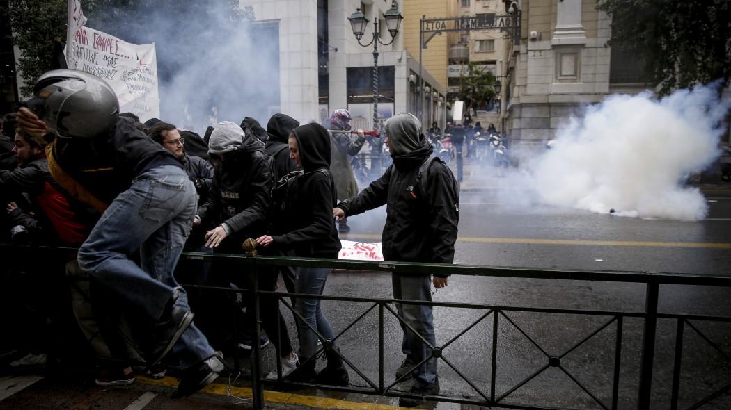 ΕΚΤΑΚΤΟ: Κουκουλοφόροι εισέβαλαν σε κτίριο του υπουργείου Πολιτισμού | panathinaikos24.gr
