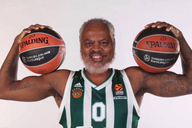 Η ΚΑΕ Παναθηναϊκός μετέτρεψε τους παίκτες σε… παππούδες! (pics) | panathinaikos24.gr