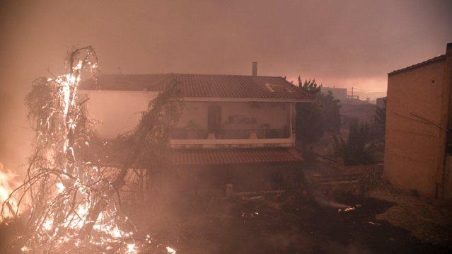 Ανεξέλεγκτη η πυρκαγιά στη Ζάκυνθο – Καίγονται σπίτια! | panathinaikos24.gr